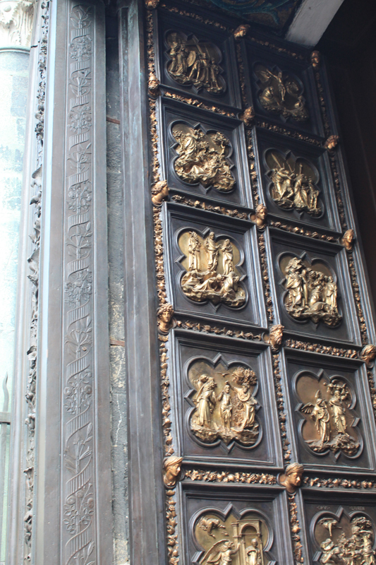 ... three sets of extraordinary bronze doors it is famous for between the 14th and 16th centuries. Once again a competition. Once again Brunelleschi vs. & brunelleschi \u2013 Italianissimo