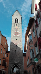 The 46-metre-high municipal tower of Vipiteno, known as the Tower of Twelve. It used to be the seat of the fire brigade, and it is considered the symbol of the town.